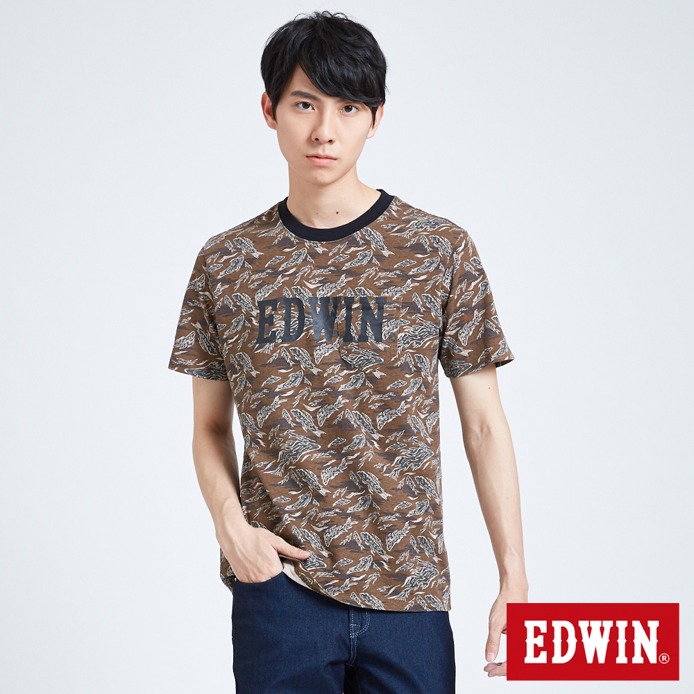 EDWIN 築地系列貼袋滿版迷彩魚短袖T恤-男-黃褐色