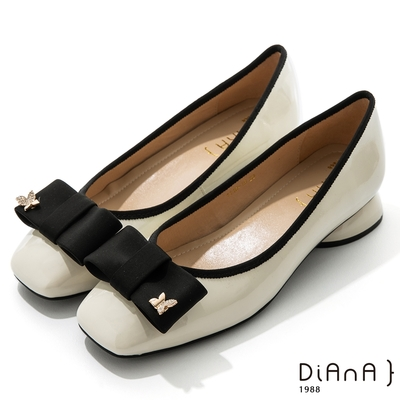 DIANA 3cm 質感牛漆皮蝴蝶結金屬釦方頭低跟鞋-俏麗可愛-白