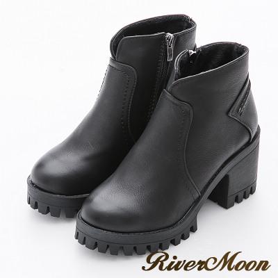 River&Moon極簡顯瘦V口造型厚底粗跟短靴-百搭黑