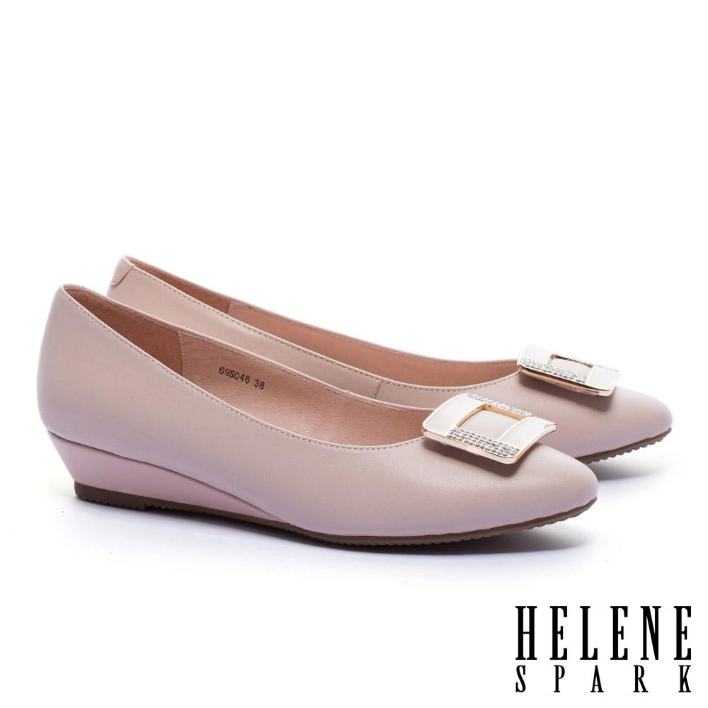 低跟鞋 HELENE SPARK 經典滴油晶鑽方釦全真皮楔型低跟鞋-粉