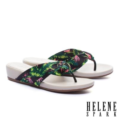 拖鞋 HELENE SPARK 熱情艷夏花布楔型低跟夾腳拖鞋-黑