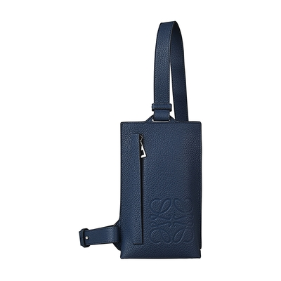 LOEWE BRAND經典壓印LOGO小牛皮拉鍊直立式胸掛包(深海洋藍)
