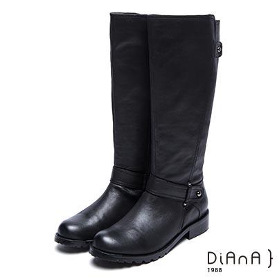 DIANA 復古質感—繞帶鉚釘飾釦擦色粗跟工程靴-黑