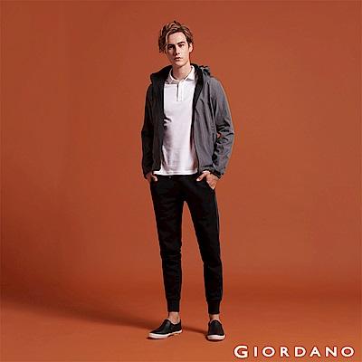 GIORDANO 男裝基本款棉質休閒運動束口褲-71 標誌黑
