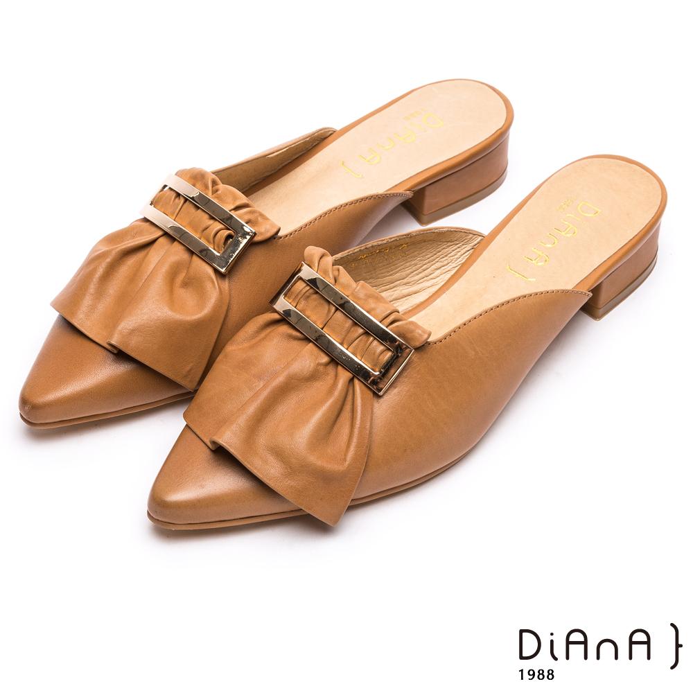 DIANA 時尚潮流—質感羊皮簡約方釦尖頭穆勒鞋-棕