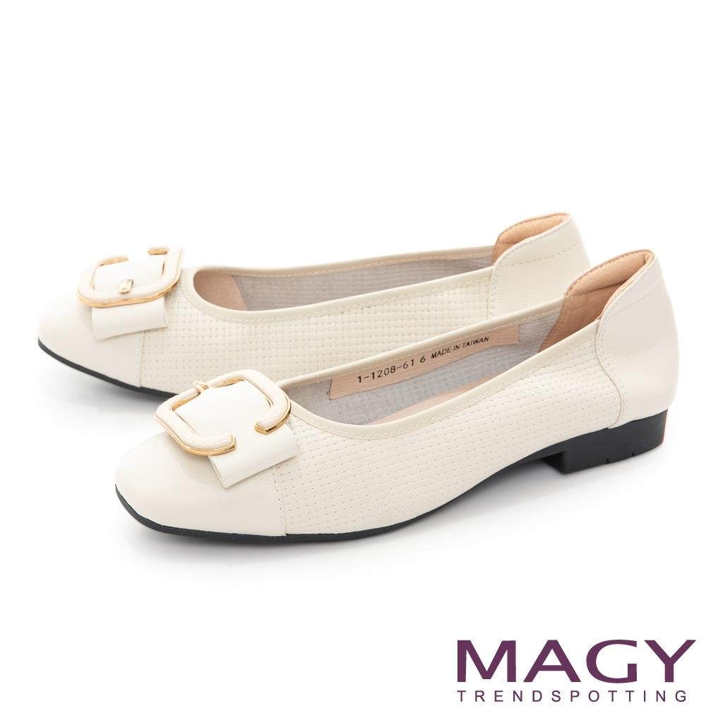 MAGY 氣質C型環壓紋牛皮 女 平底鞋 白色