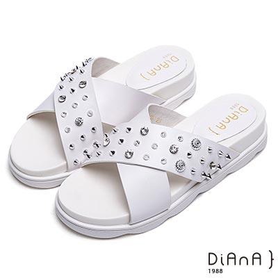 DIANA 個性龐克-交叉寬皮革鉚釘鑽飾真皮拖鞋-白