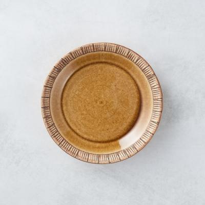 有種創意 日本美濃燒 - 細雕紋小盤 - 赭石黃 16.5cm