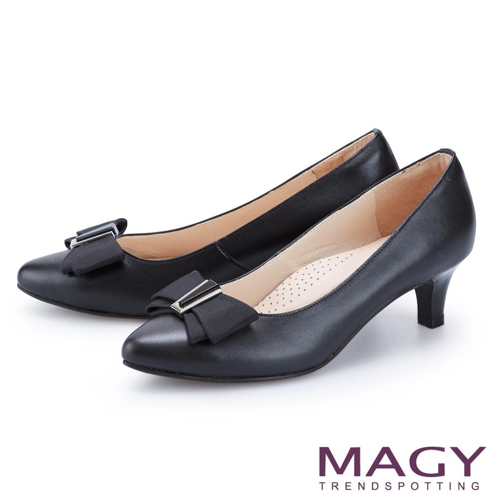 MAGY 造型金屬釦+織帶蝴蝶結真皮 女 中跟鞋 黑色