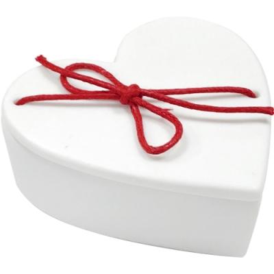 《RADER》手工白瓷飾品盒(愛心紅結)