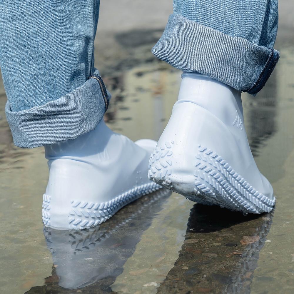 樂嫚妮 輪胎紋防滑耐磨加厚防水矽膠鞋套-藍 (附贈防水收納袋)