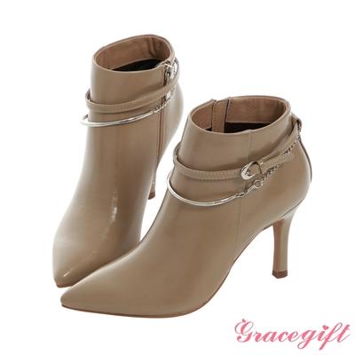 Grace gift X Mandy-聯名異材質雙踝帶尖頭細跟靴 灰褐