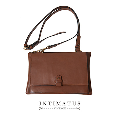 INTIMATUS 真皮 精製牛皮斜背小包 焦糖咖啡色