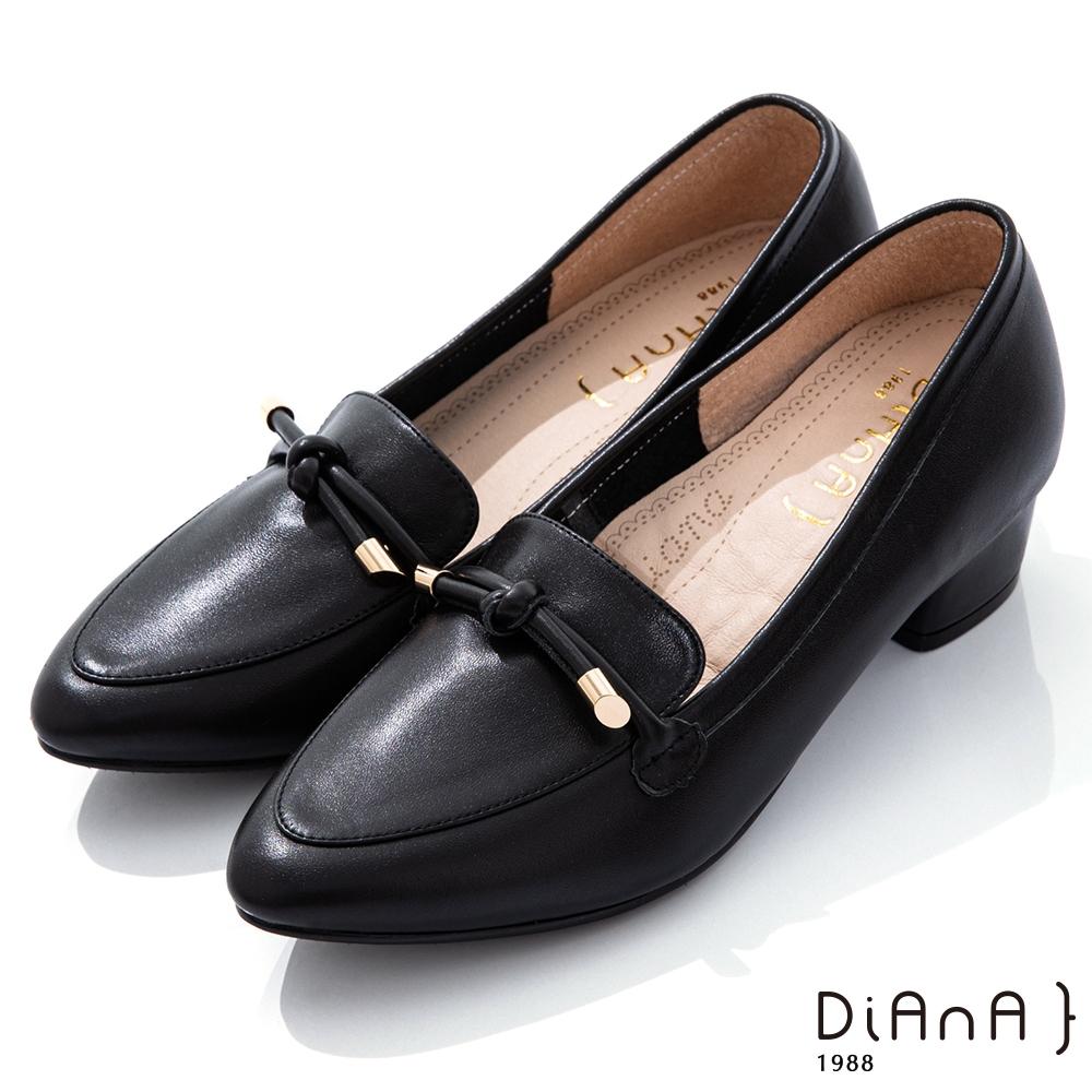 DIANA 3.5cm軟牛皮蝴蝶結綁帶微尖頭樂福跟鞋-漫步雲端焦糖美人-黑