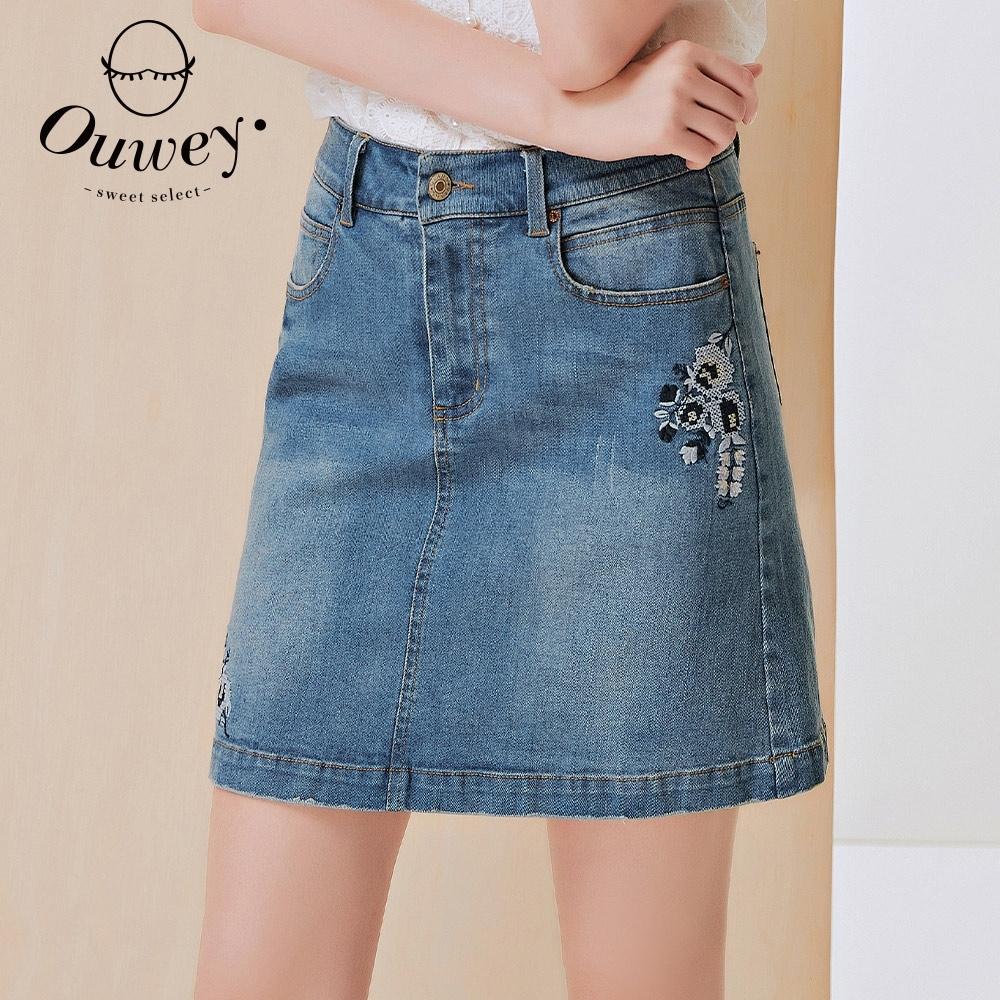 OUWEY歐薇 花朵刺繡修身A字牛仔褲裙(藍)3212028027