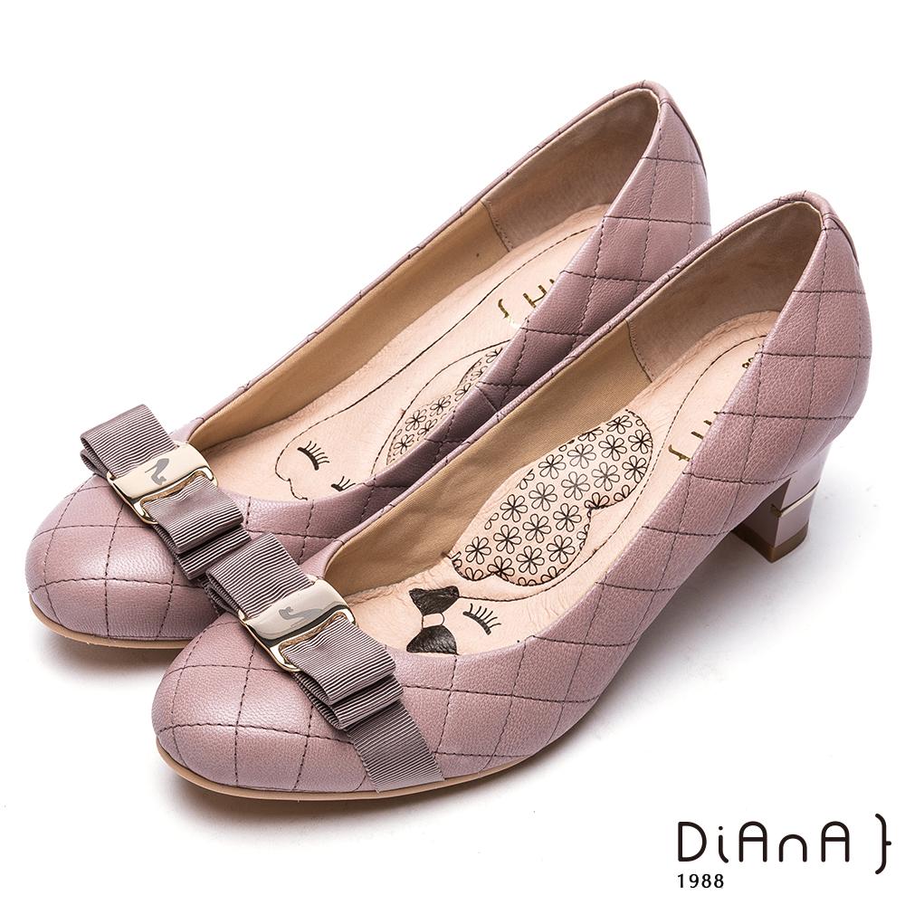 DIANA雷射飾釦綿羊皮跟鞋-漫步雲端厚切瞇眼美人-可可