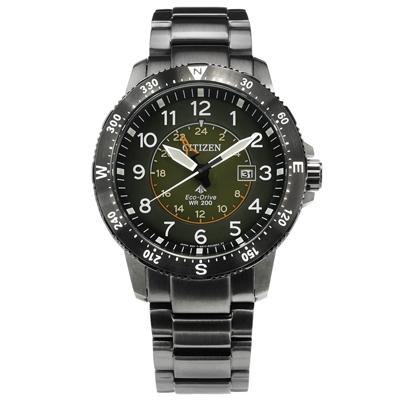 CITIZEN 光動能簡易方位兩地時間日本機芯防水不鏽鋼手錶-軍綠x鍍灰/44mm