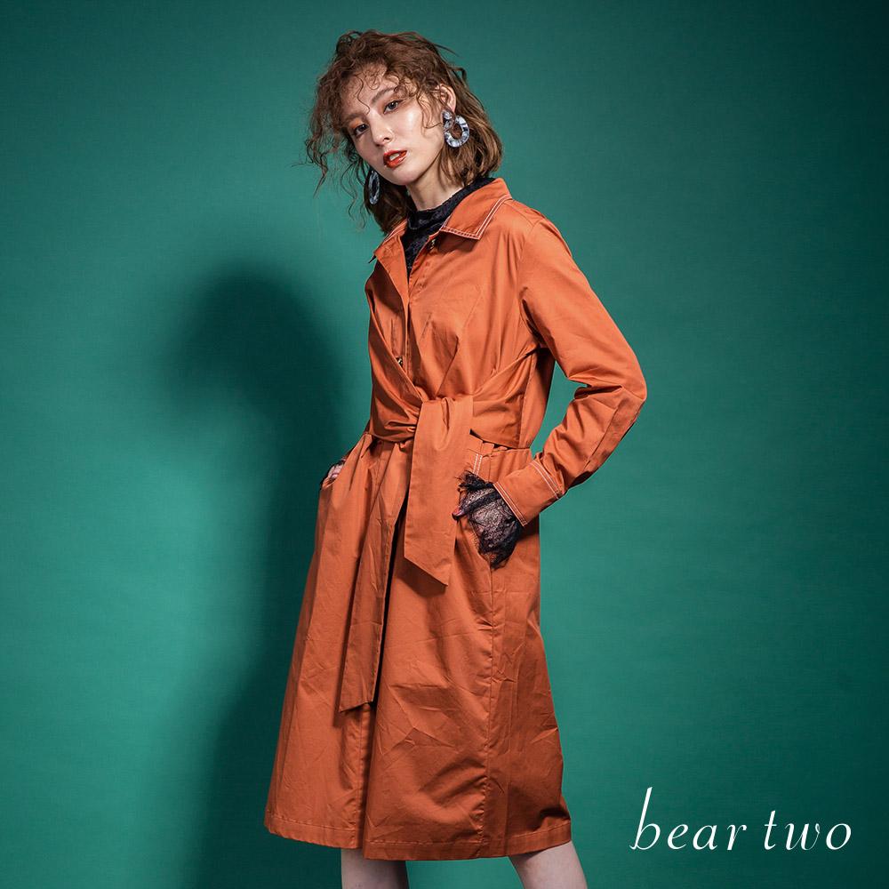 beartwo 帥氣不規則打結造型排釦洋裝式風衣(二色)