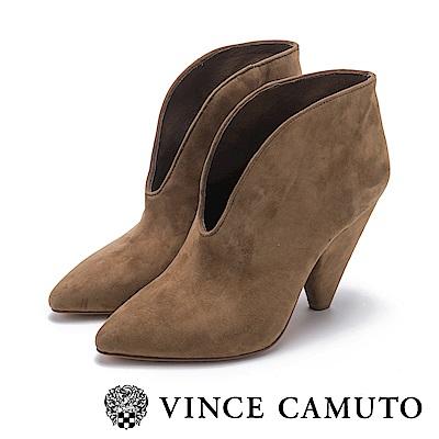 VINCE CAMUTO-麂皮流線V字切口高跟踝靴-絨咖啡