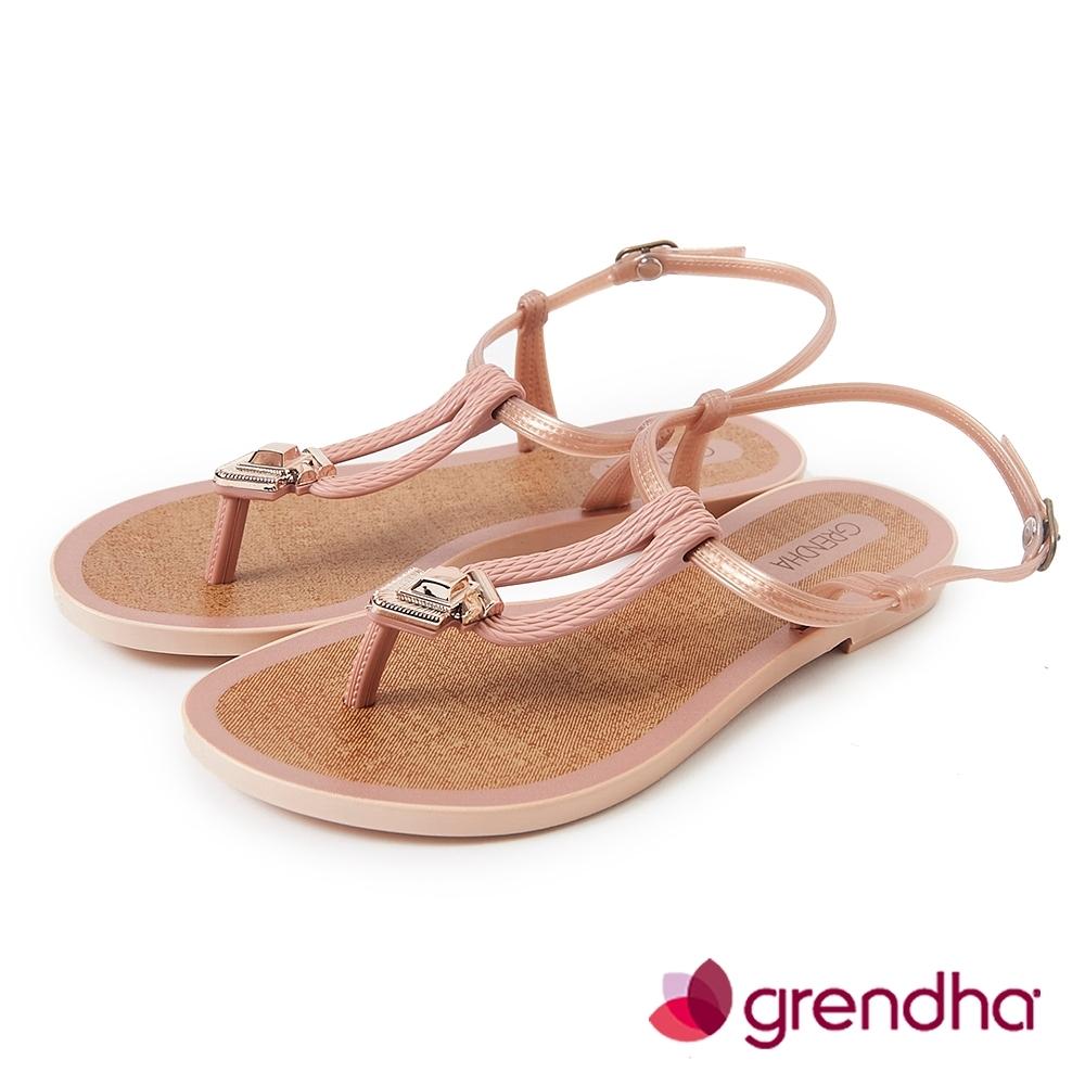 Grendha 羅馬風情金屬飾扣涼鞋-粉膚色