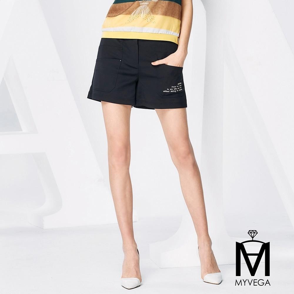MYVEGA麥雪爾 MA棉質英文刺繡短褲-黑