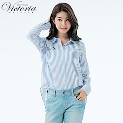 Victoria 休閒中長版襯衫-女-白底深藍格