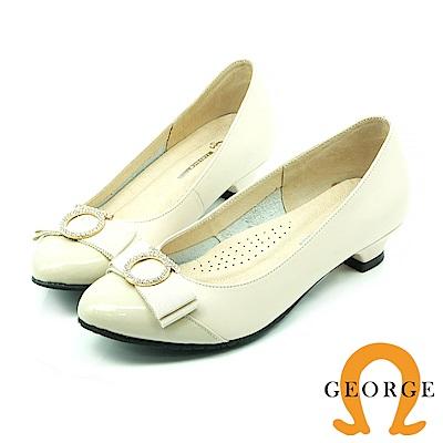 【GEORGE 喬治皮鞋】都會休閒 時髦圓扣低跟鞋-白