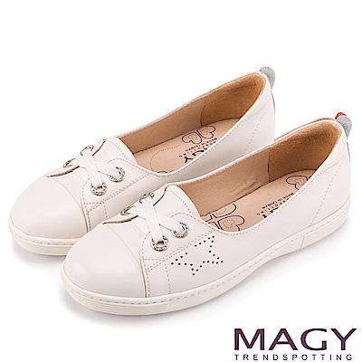 MAGY 率性樂活 星星穿孔牛皮鞋帶休閒鞋-白色
