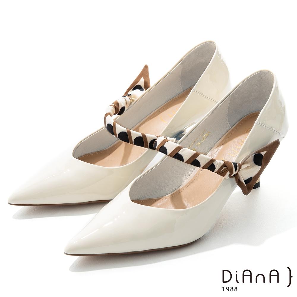 DIANA 7cm羊漆皮幾何繞帶瑪莉珍尖頭跟鞋–都會時尚-米
