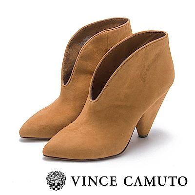 VINCE CAMUTO-麂皮流線V字切口高跟踝靴-絨棕