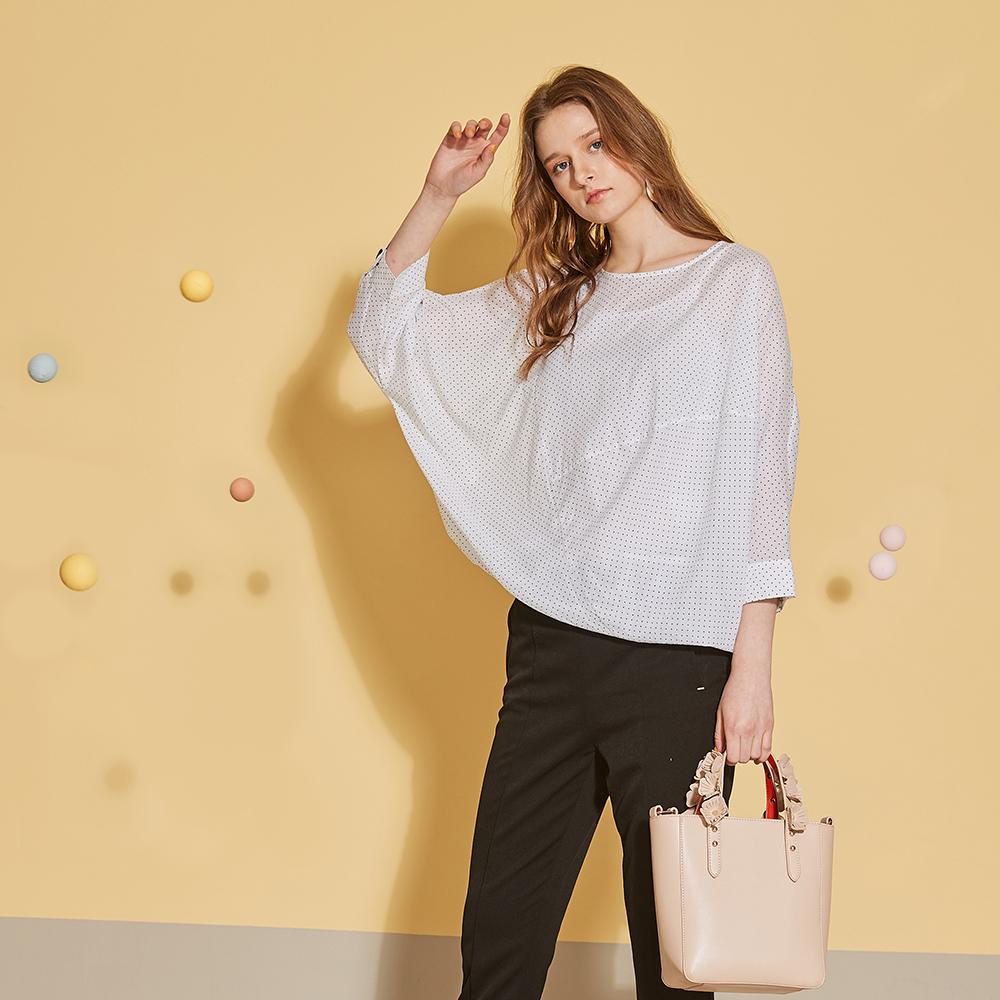 ICHE 衣哲 3D立體空氣感蝙蝠袖設計點點印花襯衫上衣-簡約白
