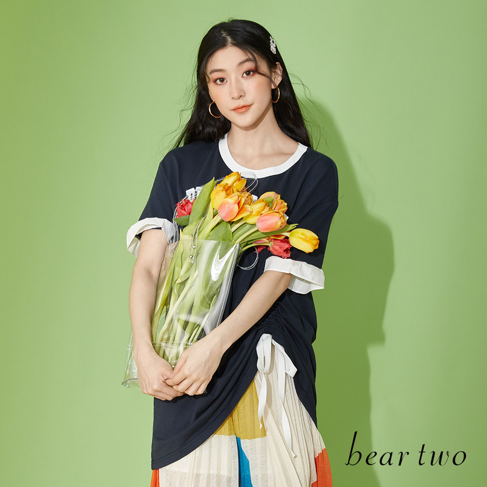 beartwo 棉質滾邊領英文字側邊伸縮造型長版上衣(三色)