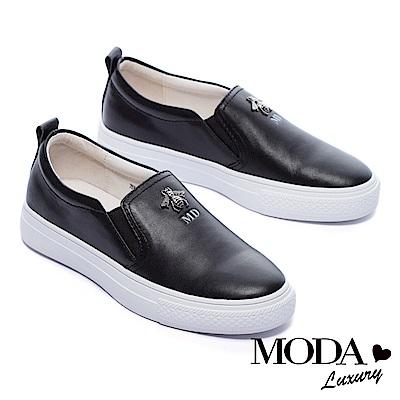 休閒鞋 MODA Luxury 立體金屬小蜜蜂裝飾全真皮厚底休閒鞋-黑