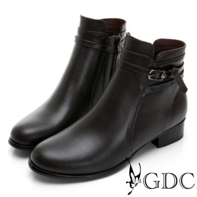 GDC-真皮氣質素色側扣飾圓頭低跟短靴-咖色