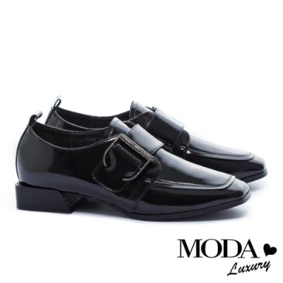 低跟鞋 MODA Luxury 個性低調水鑽大飾釦方頭低跟鞋-漆皮黑