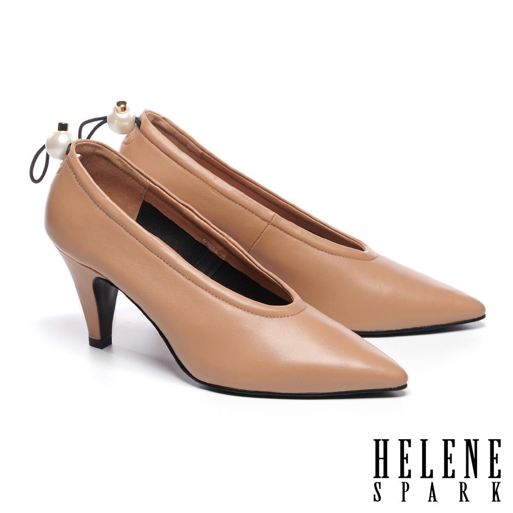 高跟鞋 HELENE SPARK 復古質感珍珠鬆緊帶全真皮尖頭高跟鞋-米