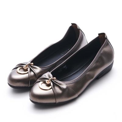 A one  通勤上班雙圓鑽釦抓皺低跟包鞋-古銅