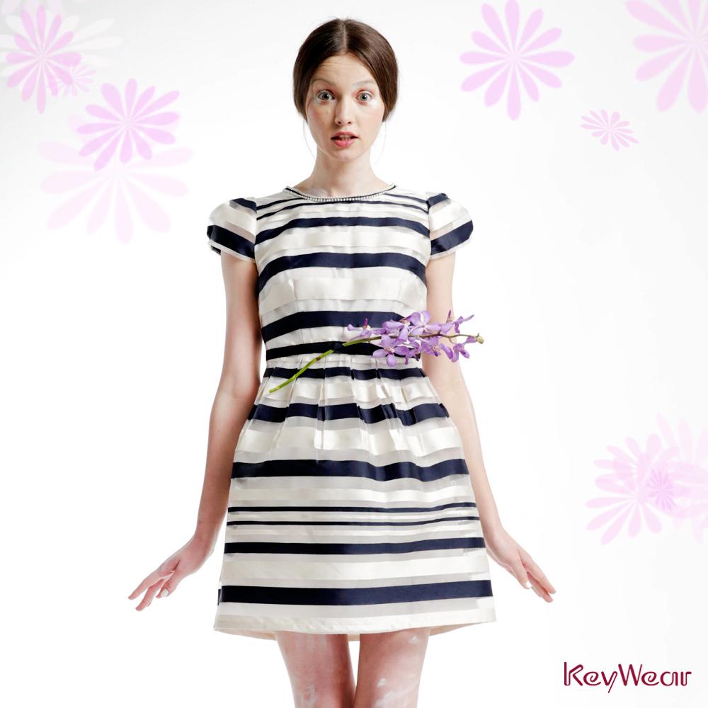 KeyWear奇威名品    透視條紋縮腰短袖洋裝-深藍色