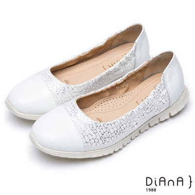 DIANA 漫步雲端超厚切焦糖美人款—質感紋路拼接真皮休閒鞋 –白
