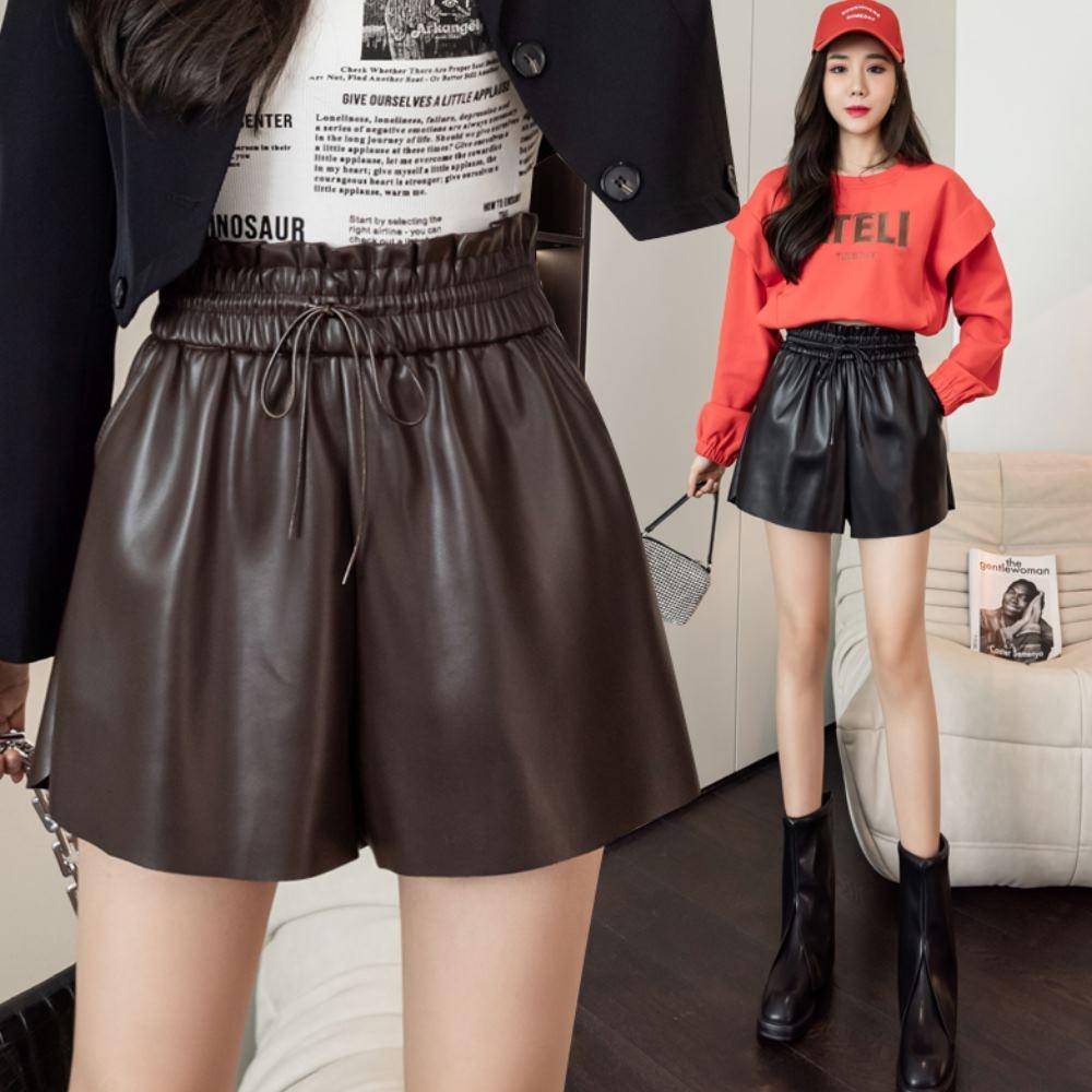 La Belleza鬆緊腰繫帶藏肉顯瘦高腰版型側口袋PU皮質闊腿短褲