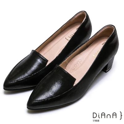 DIANA真皮素色金屬飾釦樂福跟鞋-漫步雲端厚切焦糖美人款-壓紋羊黑