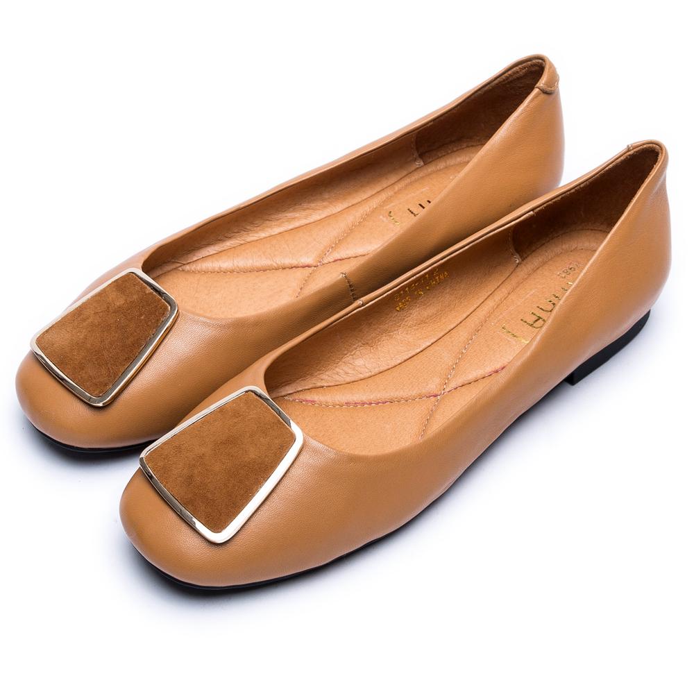 DIANA 氣質優雅--簡約方釦真皮平底娃娃鞋-卡其
