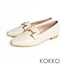 KOKKO -窗邊的月光金扣方頭真皮樂福鞋-奶霜白
