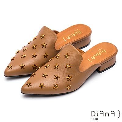 DIANA 摩登時尚-立體星星鉚釘質感穆勒鞋-附2種飾釦-棕