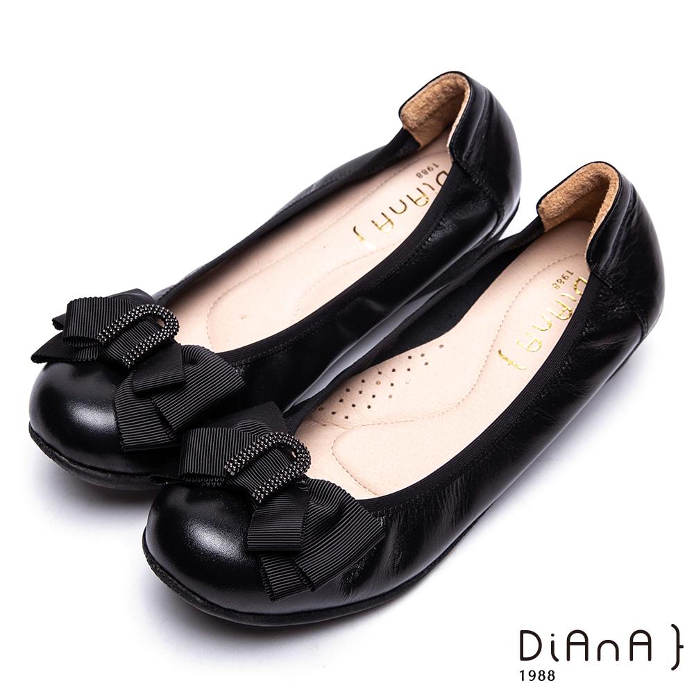 DIANA金屬U字環釦蝴蝶結牛皮坡跟娃娃鞋-知性佳人-黑