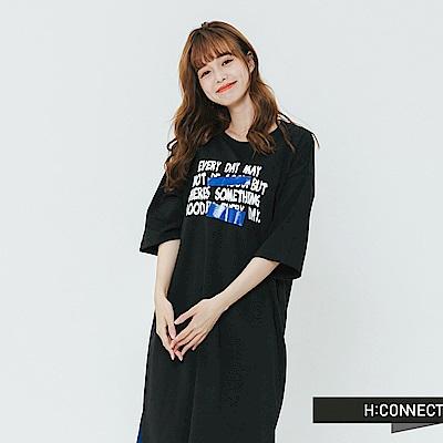 H:CONNECT 韓國品牌 女裝-特色印字休閒落肩洋裝-黑