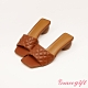 Grace gift-菱格壓紋寬帶中跟涼拖鞋 棕 product thumbnail 1
