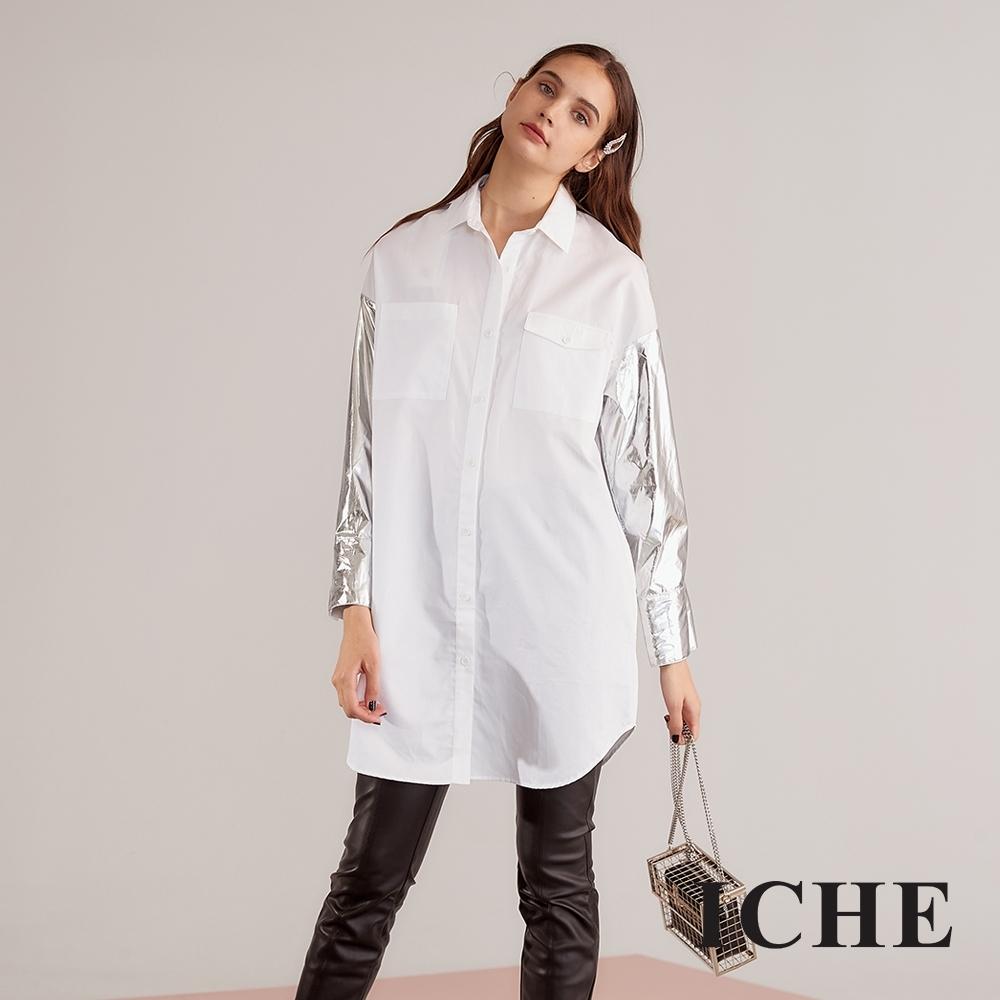 Chaber巧帛 設計款貴金屬光澤感拼接長版襯衫-銀白