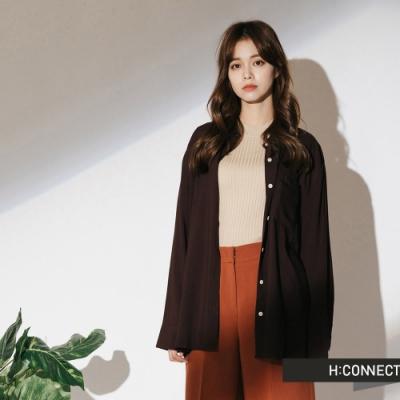 H:CONNECT 韓國品牌 女裝-單口袋柔軟素面襯衫-咖啡