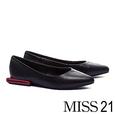低跟鞋 MISS 21 獨特中縫線配色跟設計全真皮尖頭低跟鞋-黑